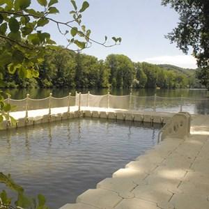 Ponton flottant cube flottant ponton en bois belrive for Piscine bois tarn